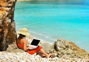 Cyberbezpieczeństwo na wakacjach. O tym musisz pamiętać!